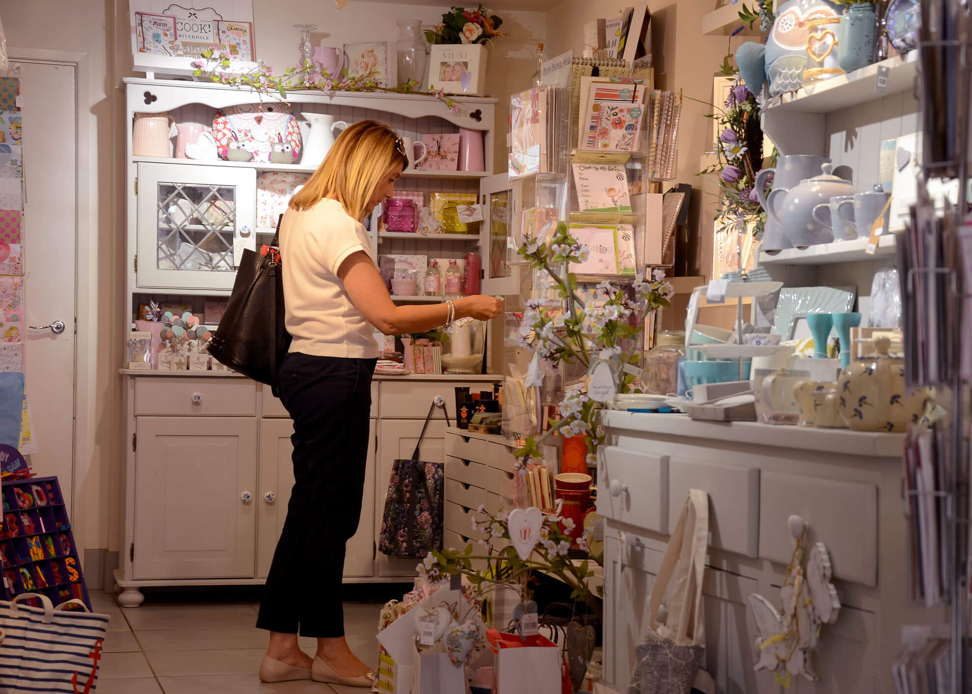 A lady browsing in independent shop, Vanilla